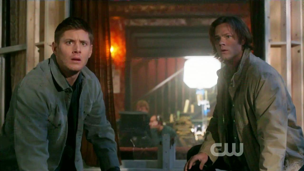 Sam et Dean arrivant sur le plateau
