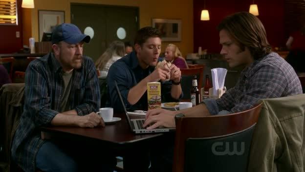 Dean mange, les autres bossent