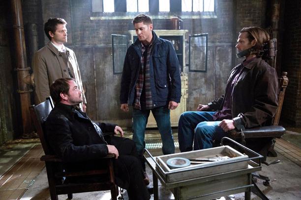 Crowley, Cas, Dean et Gadreel a lentrepot