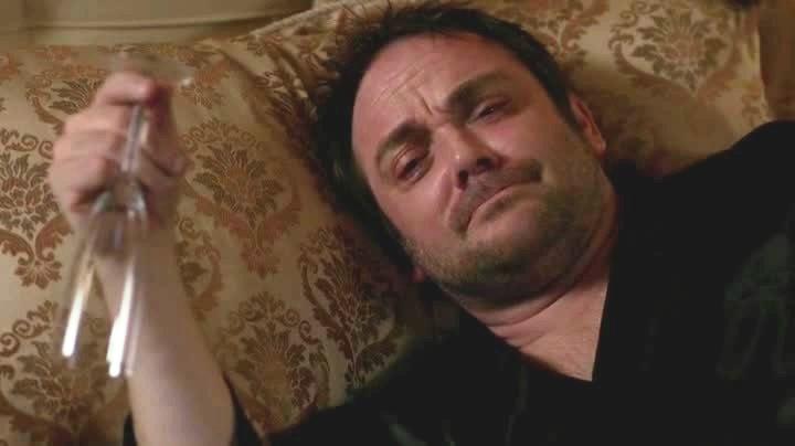 Crowley en pleurs devant Casablanca